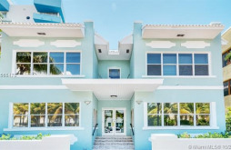 221 Collins Ave