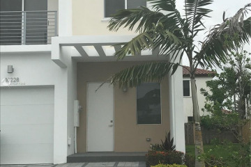 Home for Sale at 10228 NW 71st Ter, Miami FL 33178