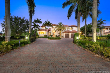 Home for Sale at 820 NW 120th Ave, Plantation FL 33325