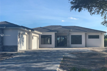 Home for Sale at 11900 NW 12th St, Plantation FL 33323