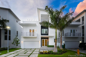 Home for Sale at 8259 NW 34th St, Doral FL 33122