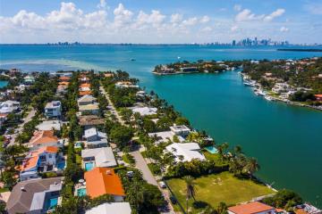 Home for Sale at N 571 Mashta Dr, Key Biscayne FL 33149
