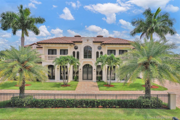 Home for Sale at 12683 Grand Oaks Dr, Davie FL 33330