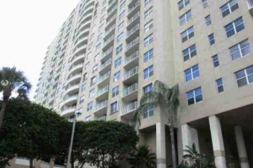 Home for Sale at 770 Claughton Island Dr #PH-30, Miami FL 33131