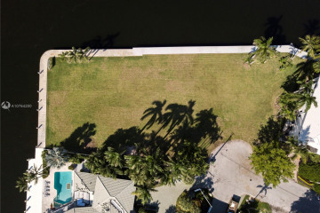 Home for Sale at 2401 Laguna Dr, Fort Lauderdale FL 33316