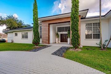 Home for Sale at 15501 SW 77th Ave, Palmetto Bay FL 33157