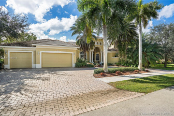 Home for Sale at 12528 S Stonebrook Cir, Davie FL 33330