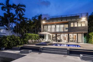 Home for Sale at S 1814 Bayshore Ln, Miami FL 33133