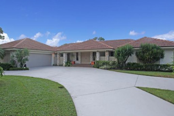 Home for Sale at 5180 Woodland Lakes Drive, Palm Beach Gardens FL 33418