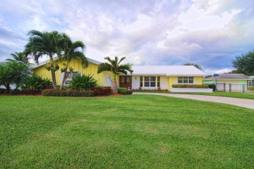 Home for Sale at 4633 Holly Drive, Palm Beach Gardens FL 33418