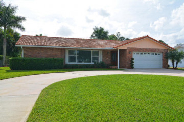 Home for Sale at 4606 Holly Drive, Palm Beach Gardens FL 33418
