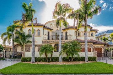 Home for Sale at 3201 NE 27th Avenue, Lighthouse Point FL 33064