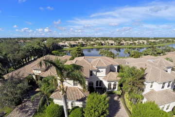 Home for Sale at 103 Siesta Way, Palm Beach Gardens FL 33418