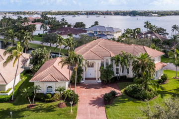 Home for Sale at 900 SW Bay Pointe Circle, Palm City FL 34990