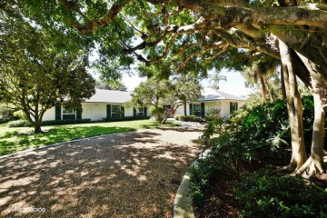 Home for Sale at 876 Village Road, North Palm Beach FL 33408