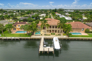 Home for Sale at 830 Lakeside Drive, North Palm Beach FL 33408