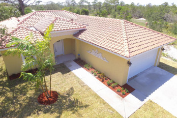 Home for Sale at 18932 SE Hillcrest Drive, Tequesta FL 33469