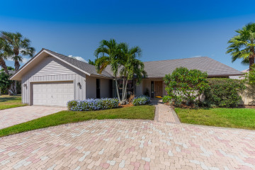 Home for Sale at 8583 SE Seagrape Way, Hobe Sound FL 33455
