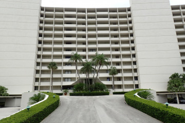 Home for Sale at 126 Lakeshore Drive #9250, North Palm Beach FL 33408
