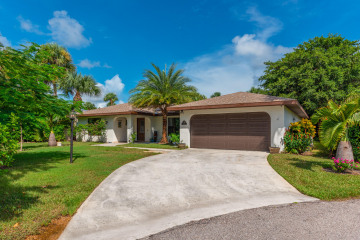 Home for Sale at 10860 SE Stern Lane, Hobe Sound FL 33455