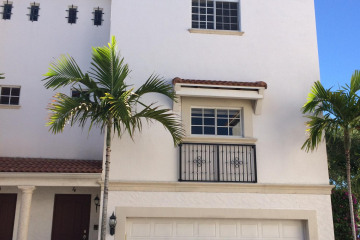 Home for Rent at 1950 Presidential Way #4, West Palm Beach FL 33401