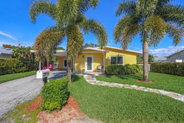Home for Sale at 1939 Circle Drive, North Palm Beach FL 33408