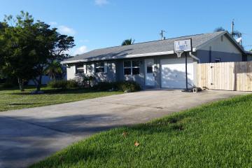 Home for Sale at 11803 SE Williams Terrace, Tequesta FL 33469