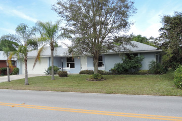 Home for Sale at 9561 SE Little Club Way N, Tequesta FL 33469