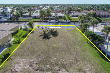 Home for Sale at 8404 SE Banyan Tree Street, Hobe Sound FL 33455