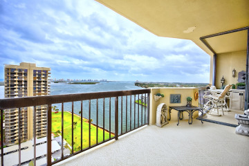 Home for Sale at 123 Lakeshore Drive #2142, North Palm Beach FL 33408
