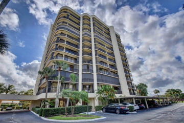 Home for Sale at 2427 Presidential Way #403, West Palm Beach FL 33401