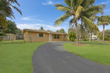 Home for Sale at 1816 Pleasant Drive, North Palm Beach FL 33408