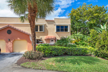 Home for Sale at 54 Uno Lago Drive, Juno Beach FL 33408