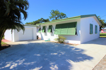 Home for Sale at 836 Buttonwood Road, North Palm Beach FL 33408
