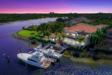 Home for Sale at 492 Mariner Drive, Jupiter FL 33477