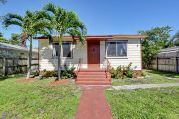 Home for Sale at 225 NE 13 Street, Delray Beach FL 33444