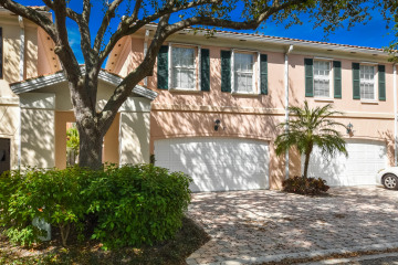 Home for Sale at 31 Oakland Court, Tequesta FL 33469