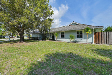 Home for Sale at 1 Pinehill Trail W, Tequesta FL 33469