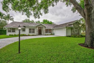 Home for Sale at 18274 SE Ridgeview Drive, Tequesta FL 33469
