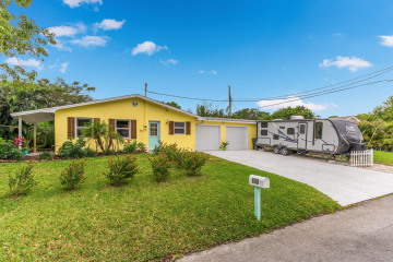 Home for Sale at 800 SE Madison Avenue, Stuart FL 34996