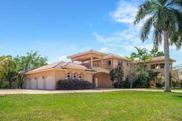 Home for Sale at 7150 Peppertree Circle, Davie FL 33314