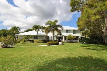 327 NE Ficus Terrace