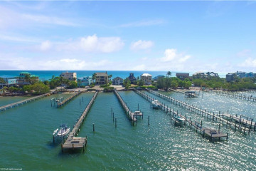 Home for Sale at 783 SE Macarthur Boulevard, Stuart FL 34996
