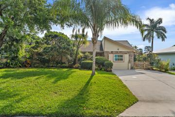 Home for Sale at 711 SE Hibiscus Avenue, Stuart FL 34996