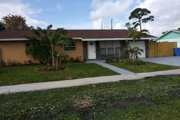 Home for Sale at 501 S 12th Street, Lantana FL 33462