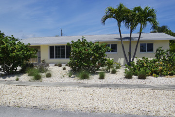 Home for Sale at 34 Ridgewood Circle, Tequesta FL 33469