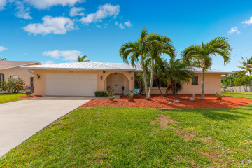 Home for Sale at 1590 SW Albatross Way, Palm City FL 34990