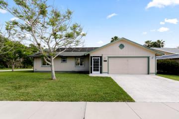 Home for Sale at 4221 SE Satinleaf Place, Stuart FL 34997