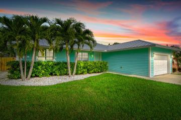 Home for Sale at 612 SE Flamingo Avenue, Stuart FL 34996
