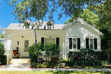 Home for Sale at 115 Date Palm Drive, Jupiter FL 33458